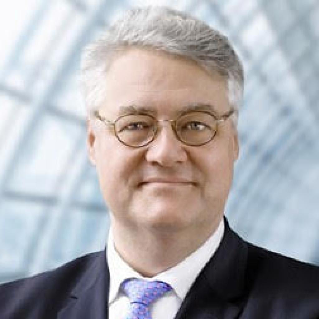 Dr. Ulrich Stephan, <br />Deutsche Bank